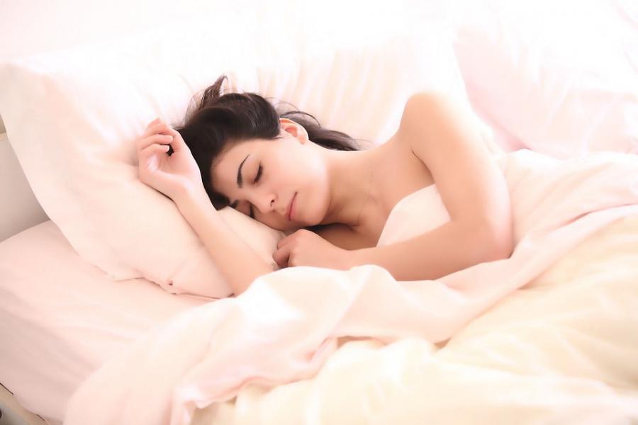 Femme dormant paisiblement